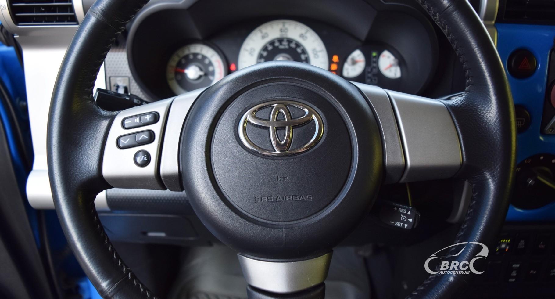 Toyota FJ Cruiser AT