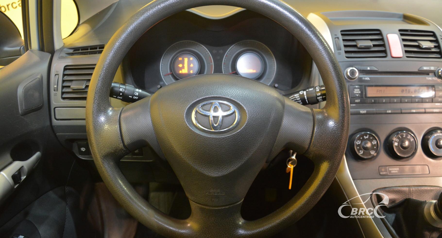 Toyota Auris  1.6 VVT-i Linea Terra