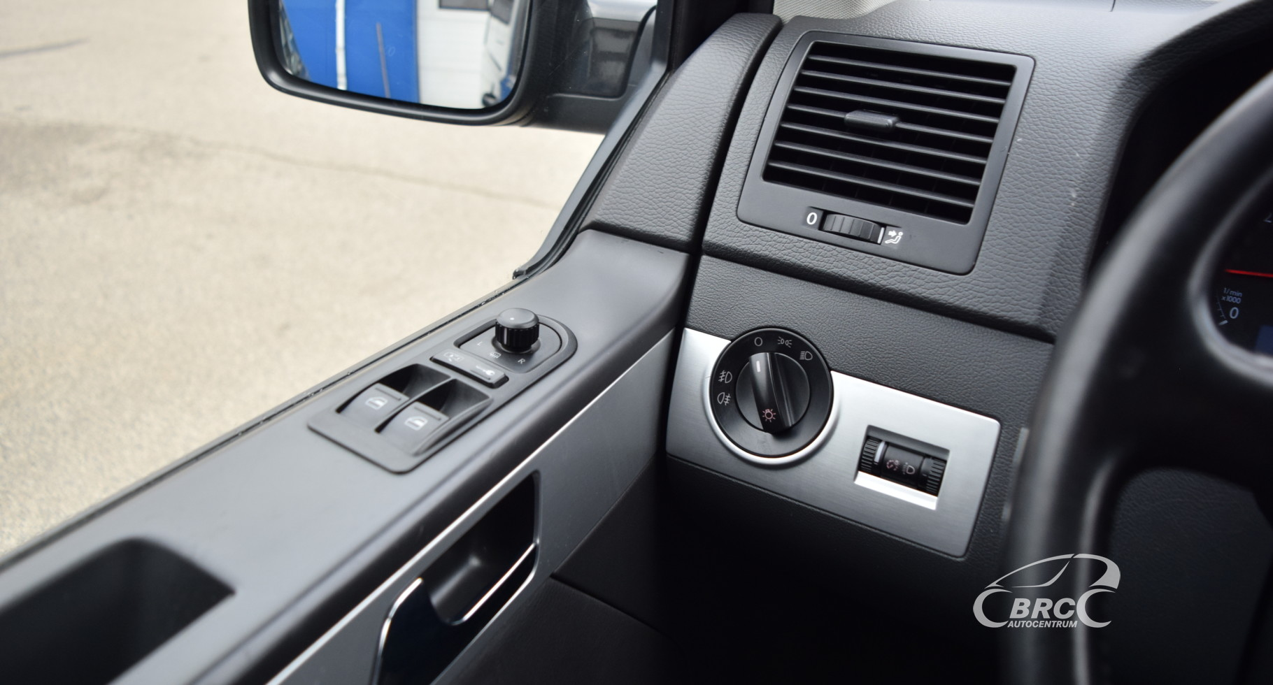 Volkswagen Multivan Highline 6 seats