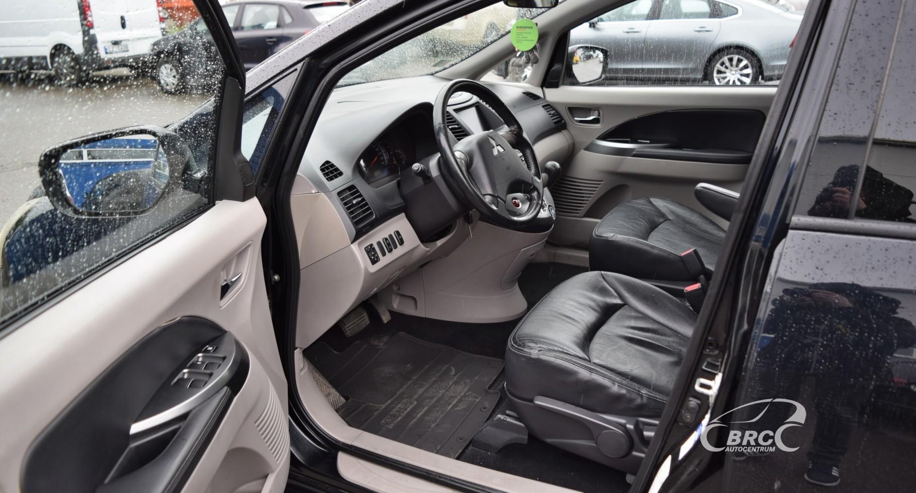 Mitsubishi Grandis 7 seats
