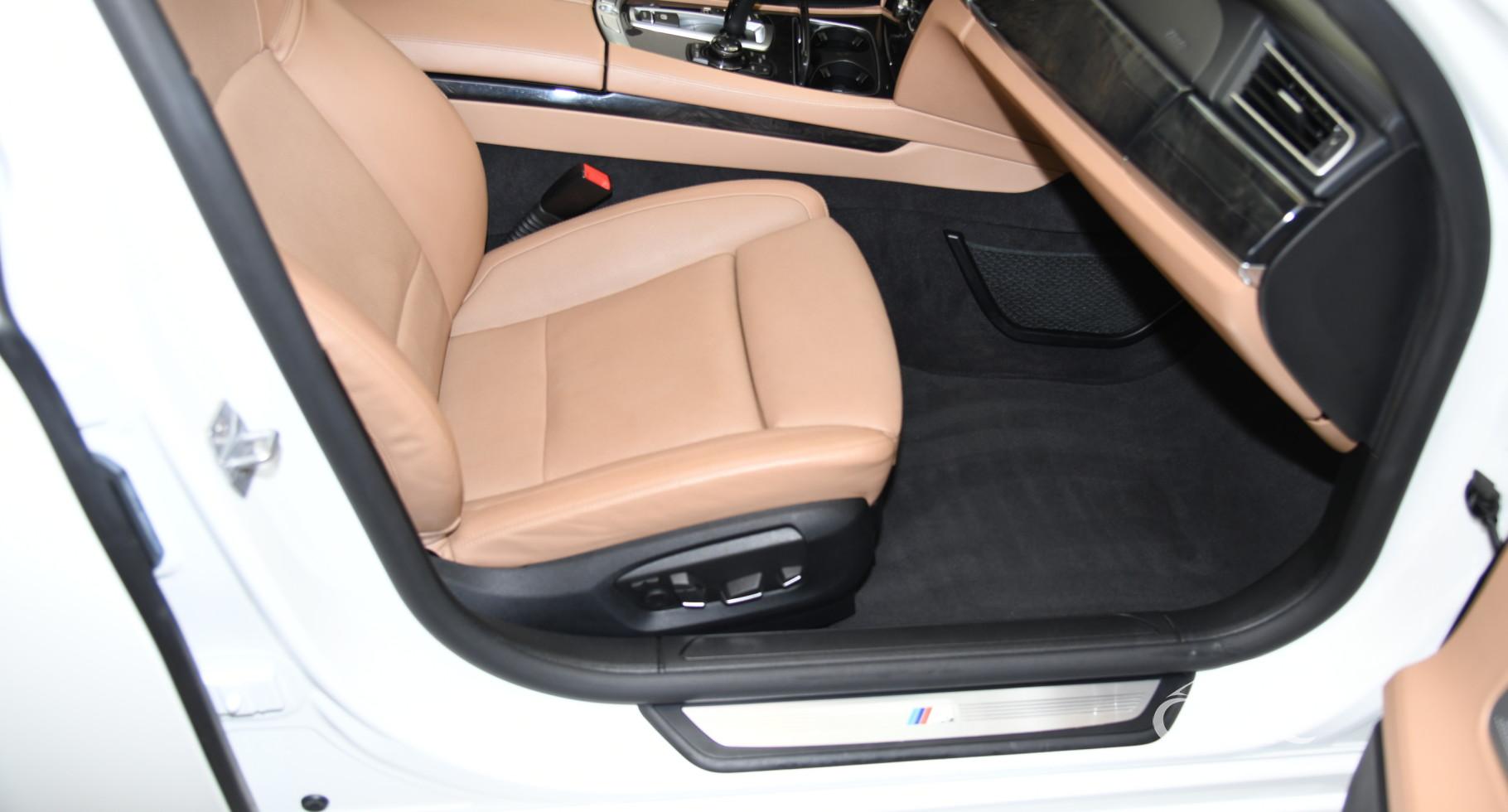 BMW 750 i M-paket Automatas