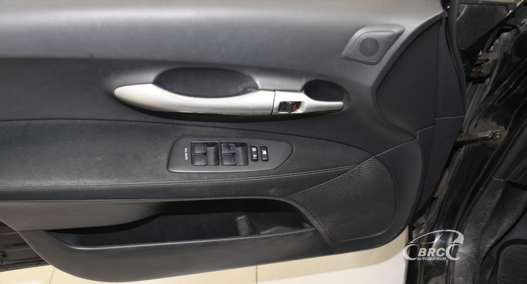 Toyota Auris 1.6 VVT-i Linea Sol Automatas