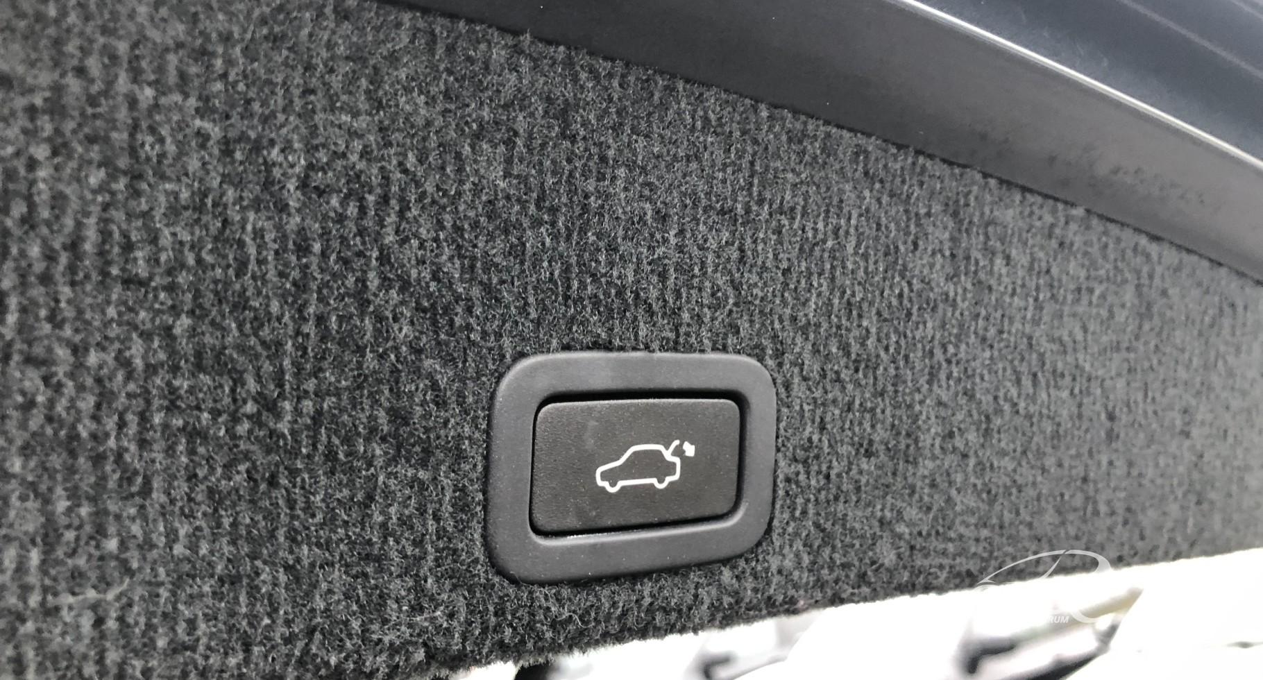 Volvo XC 60 2.4 D4 AWD R-Design Automatas
