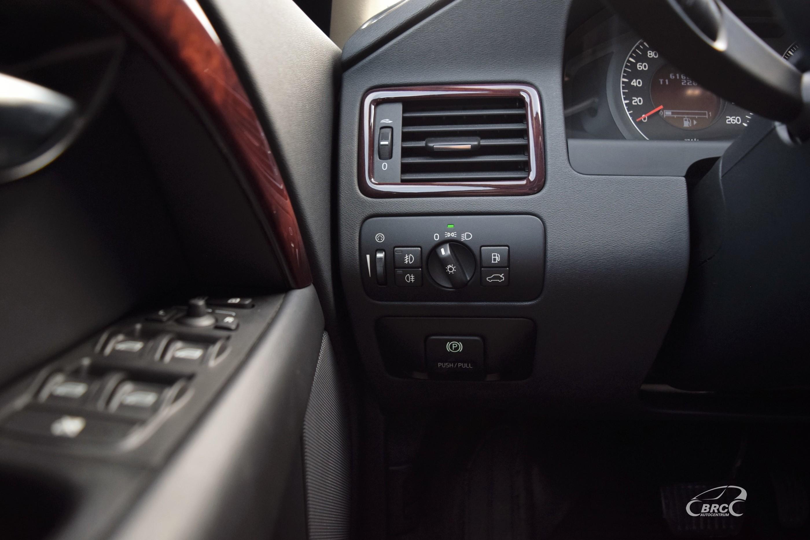 Volvo V70 Summum AWD A/T