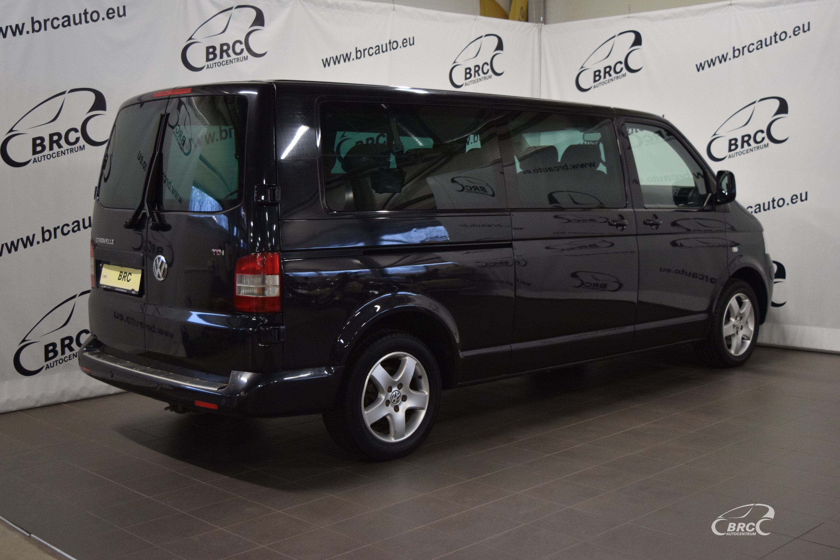 Volkswagen Caravelle TDi A/T 9 seats