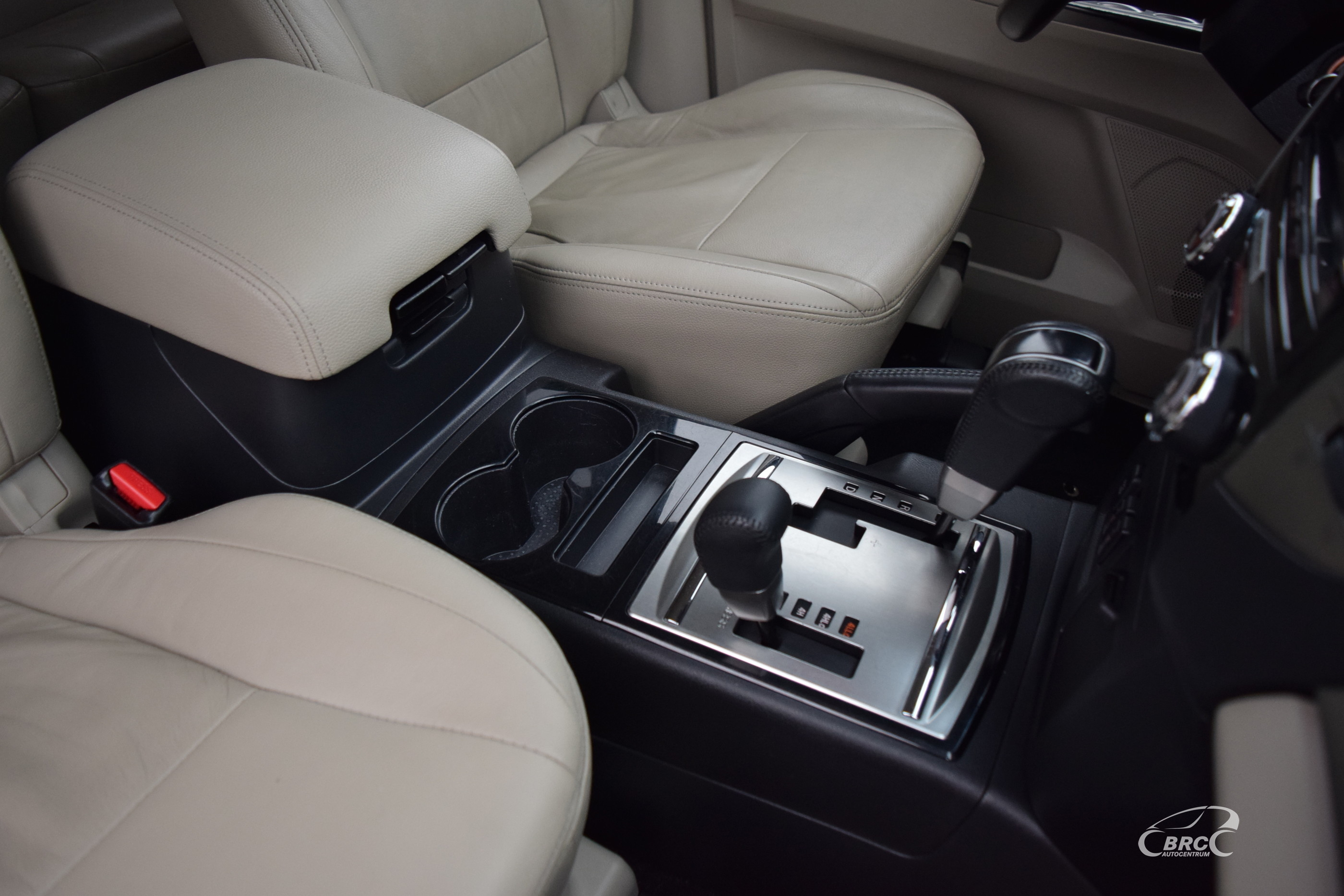 Mitsubishi Pajero A/T 7 seats