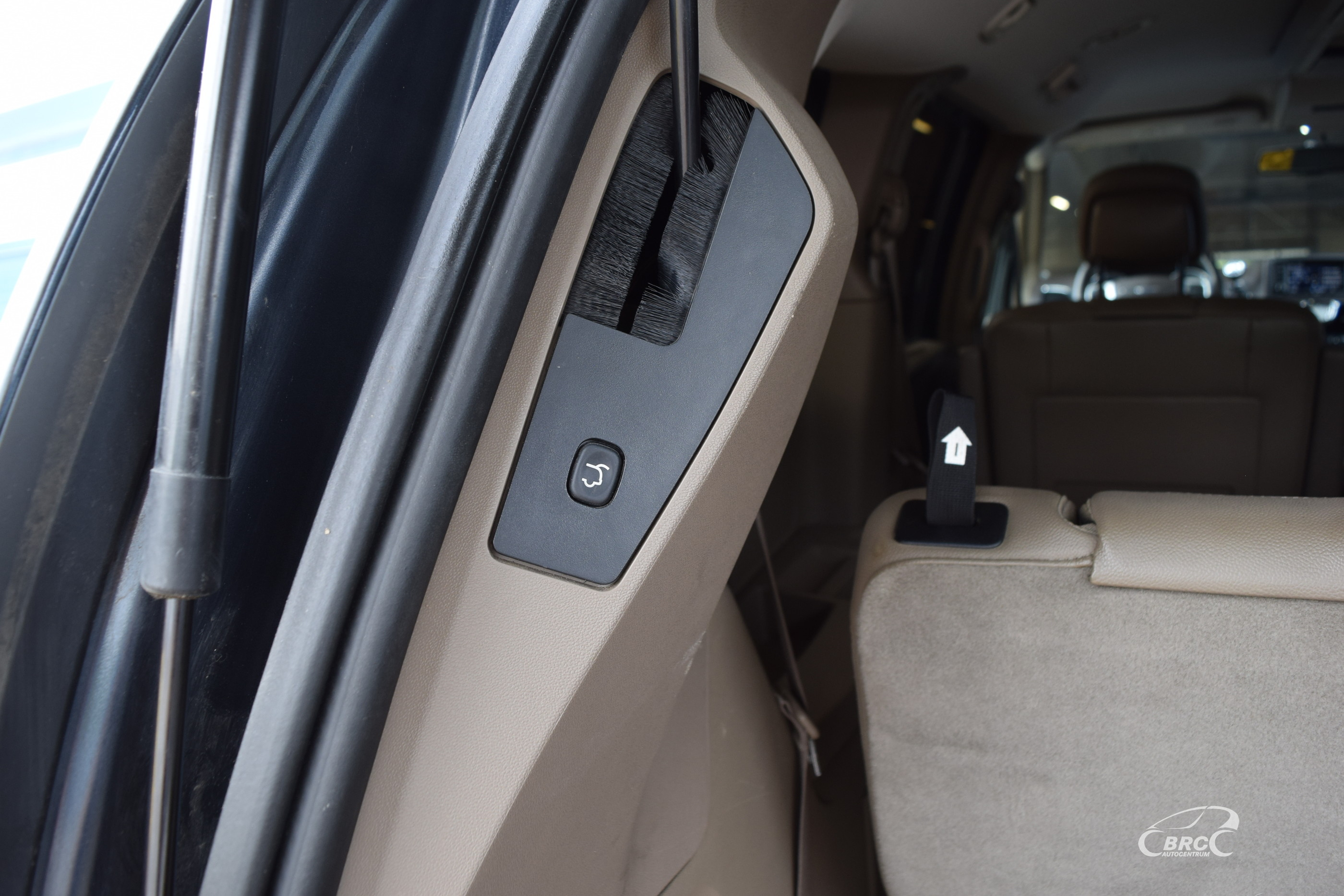 Chrysler Town Country 7 seats