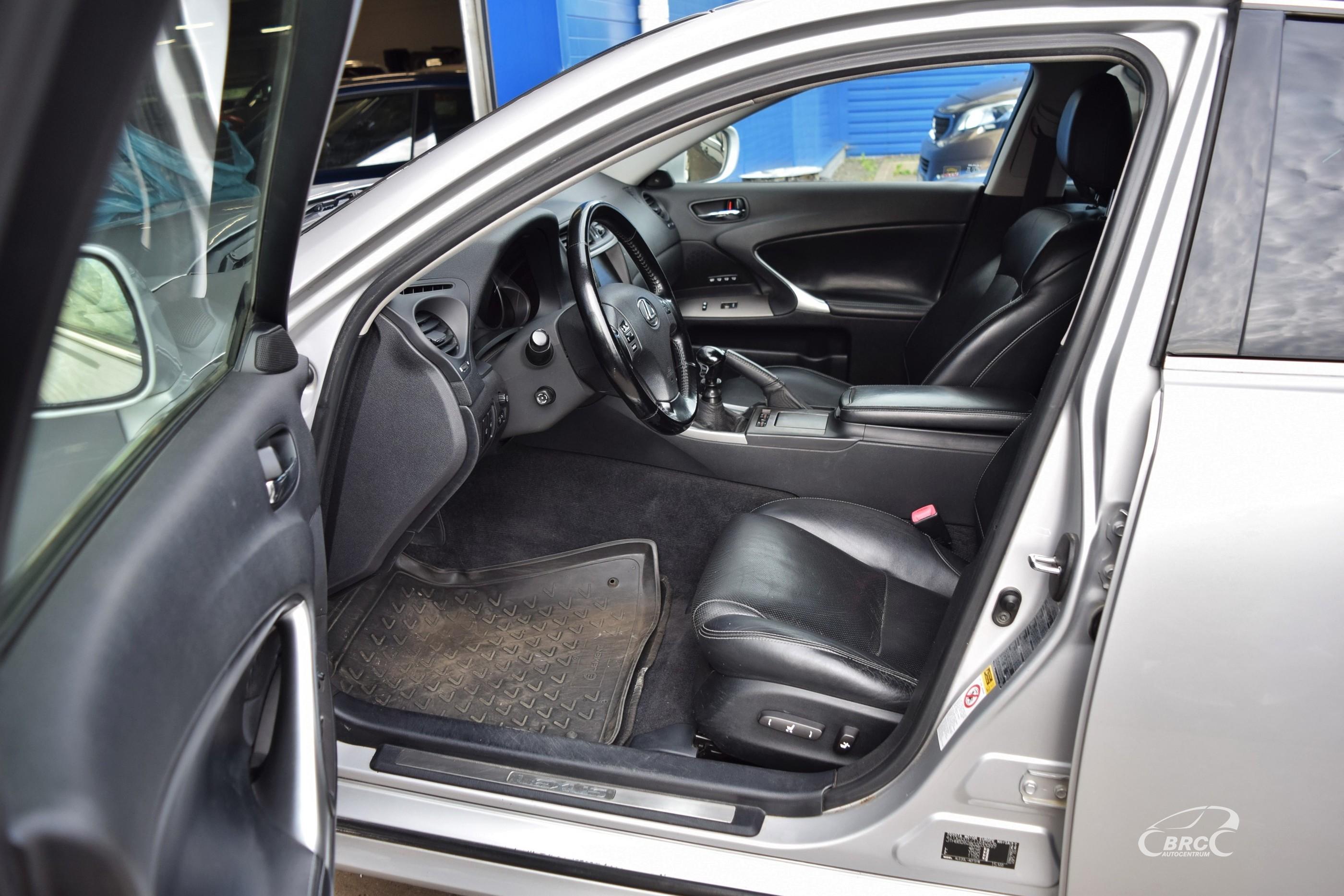 Lexus IS 220 d M/T