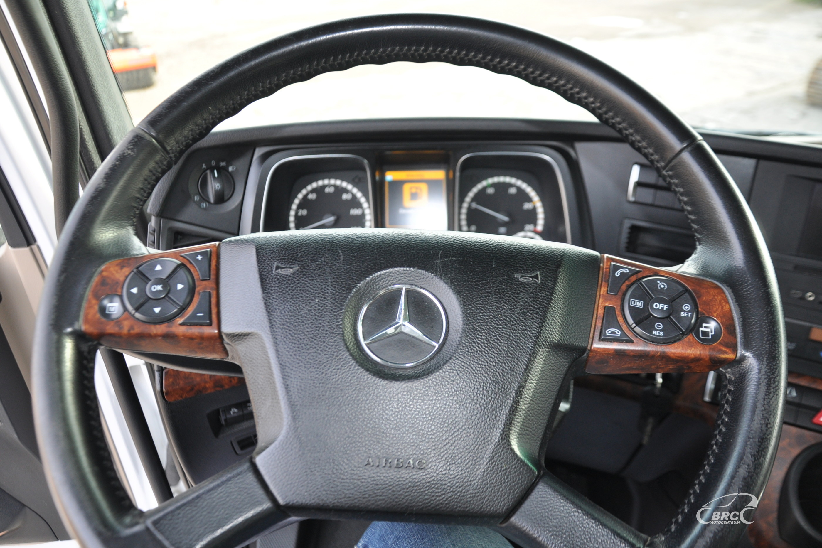 Mercedes-Benz 1845