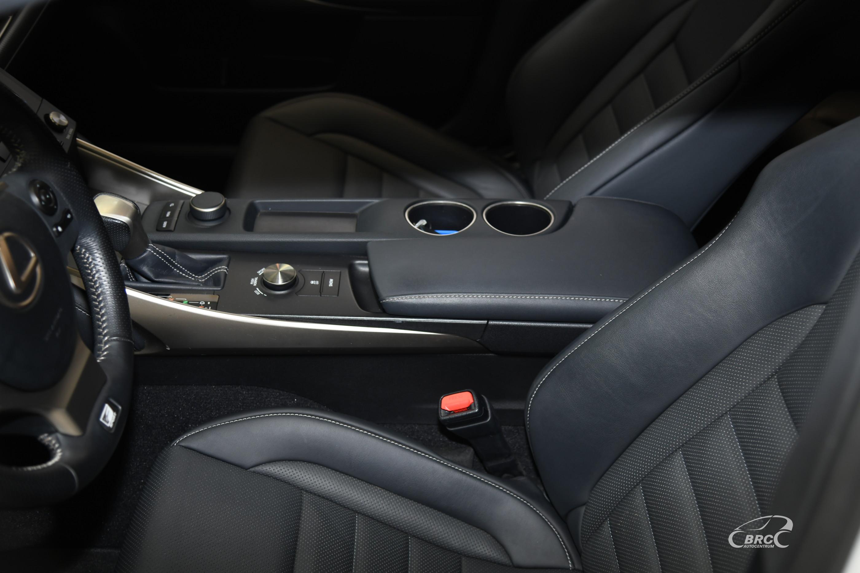 Lexus IS 200 Turbo F-Sport Automatas