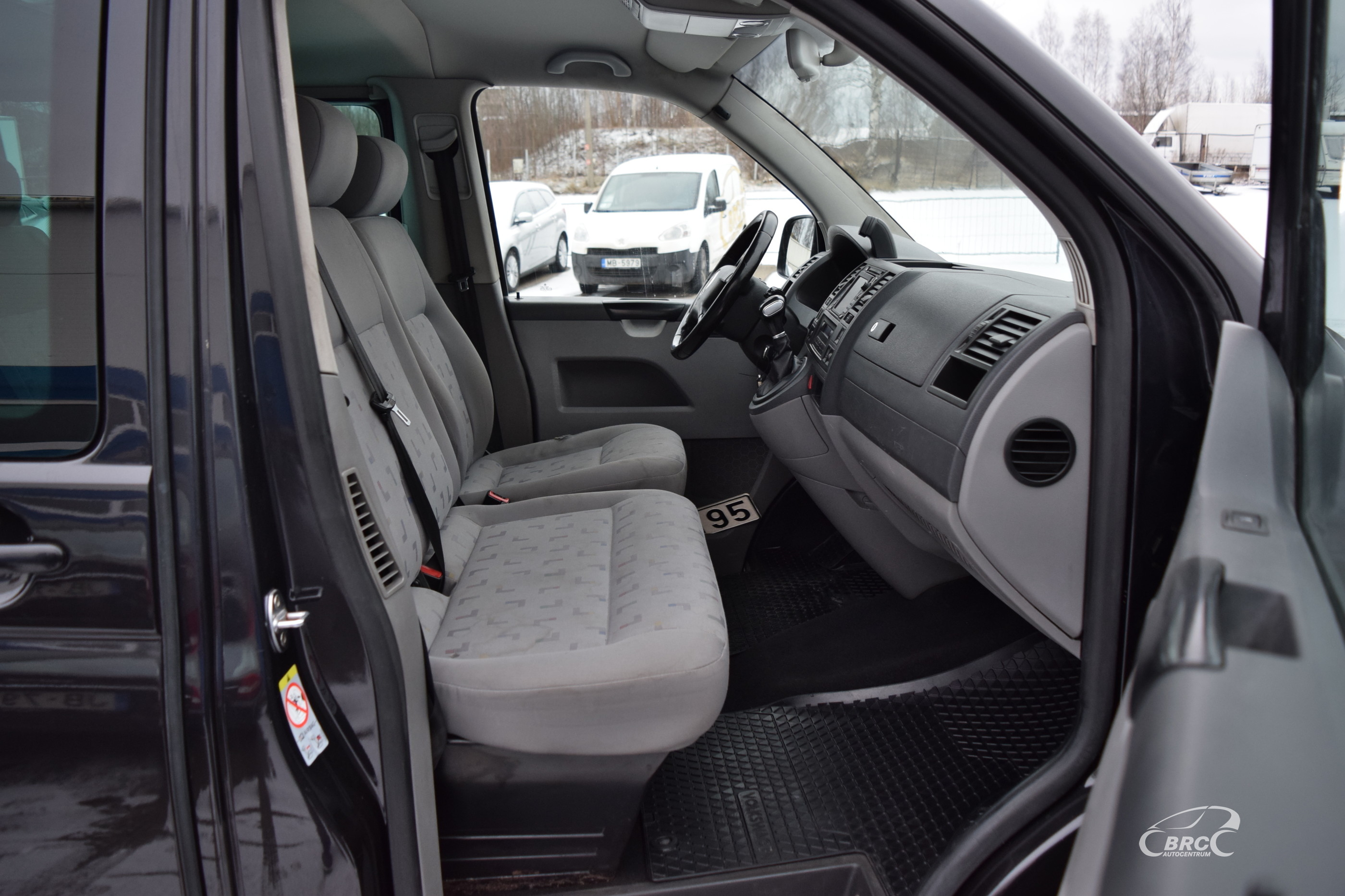 Volkswagen Caravelle TDi A/T 9 seats