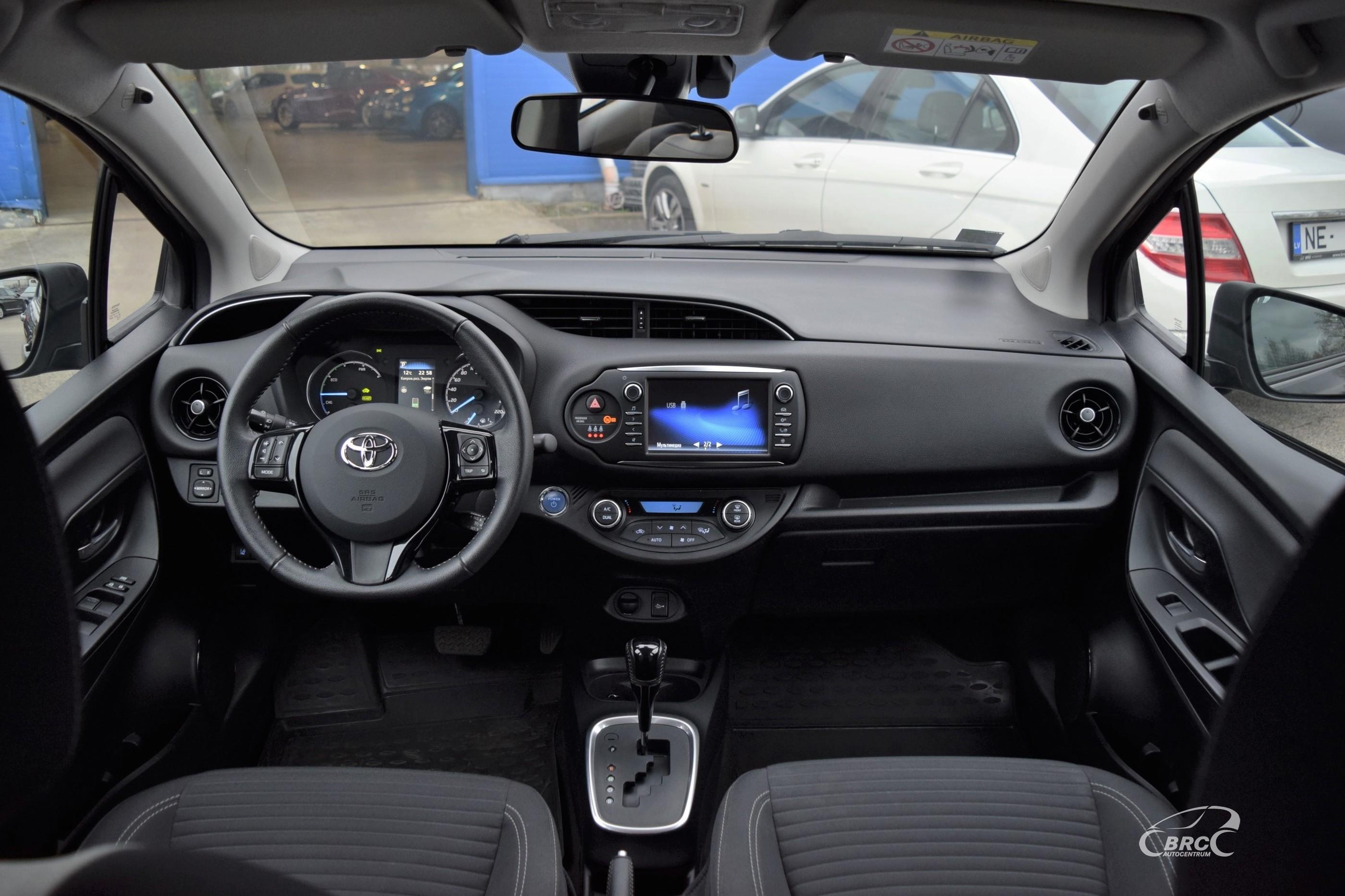 Toyota Yaris Hybrid A/T