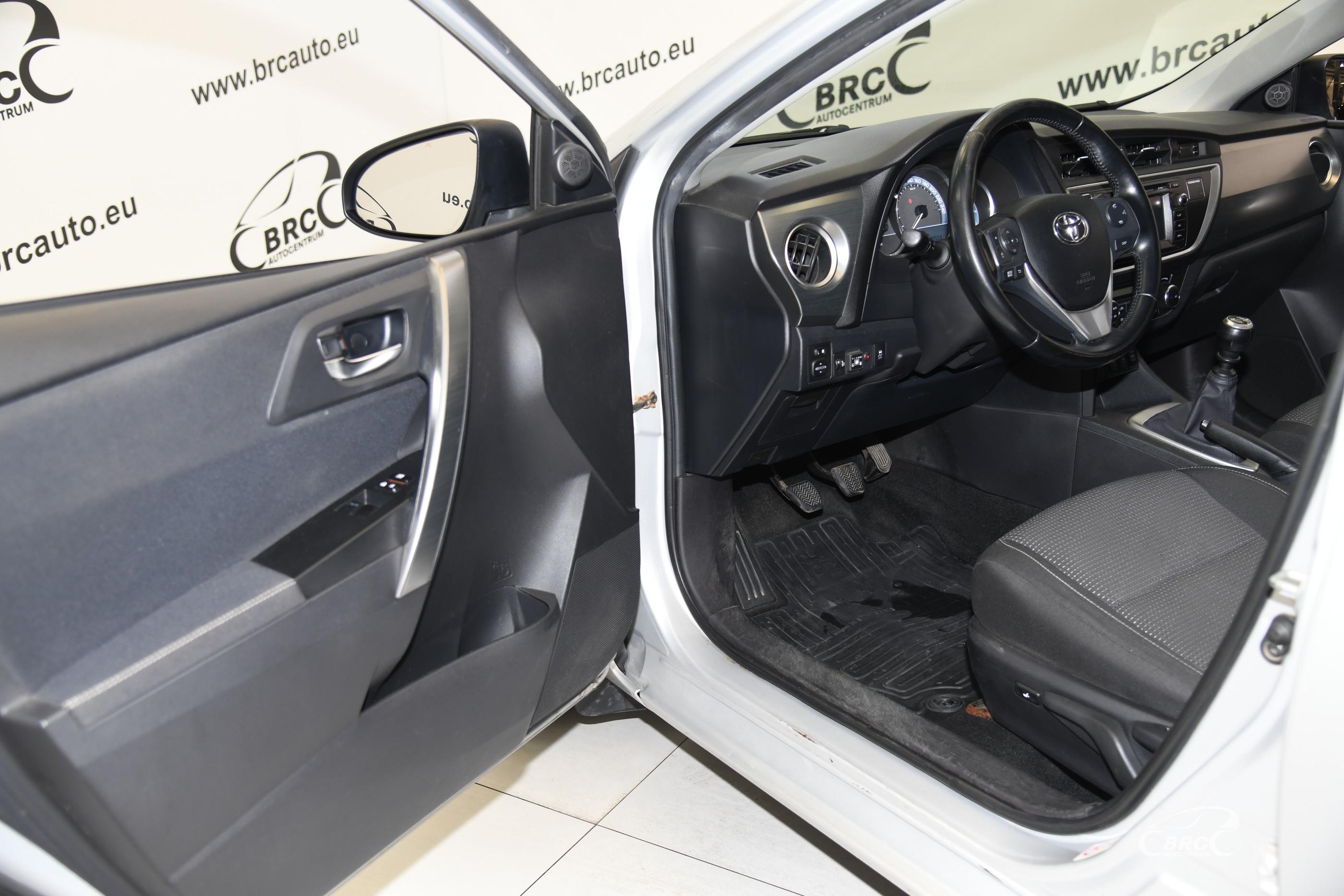 Toyota Auris 1.6 Active Dujos