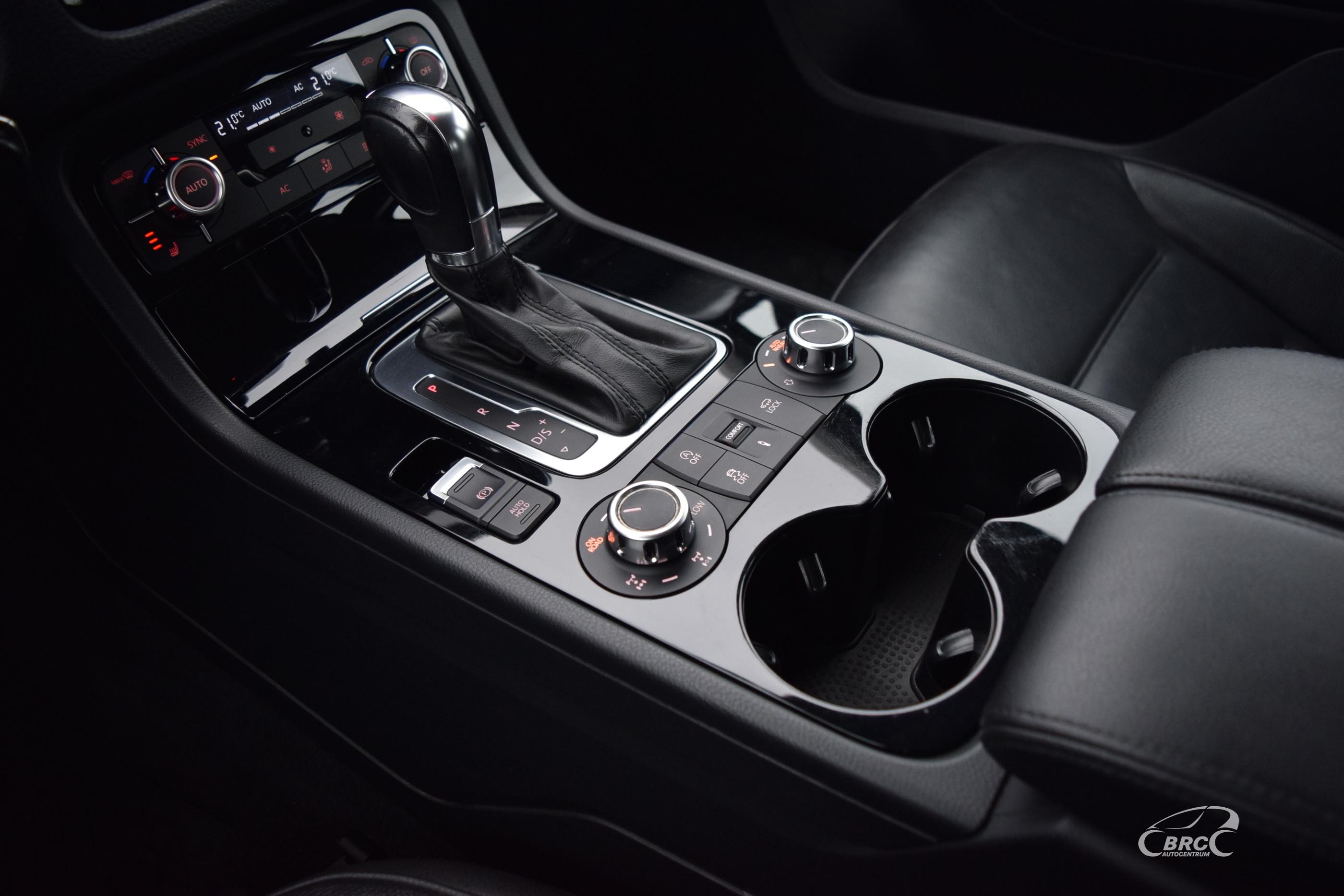 Volkswagen Touareg V6 TDi A/T