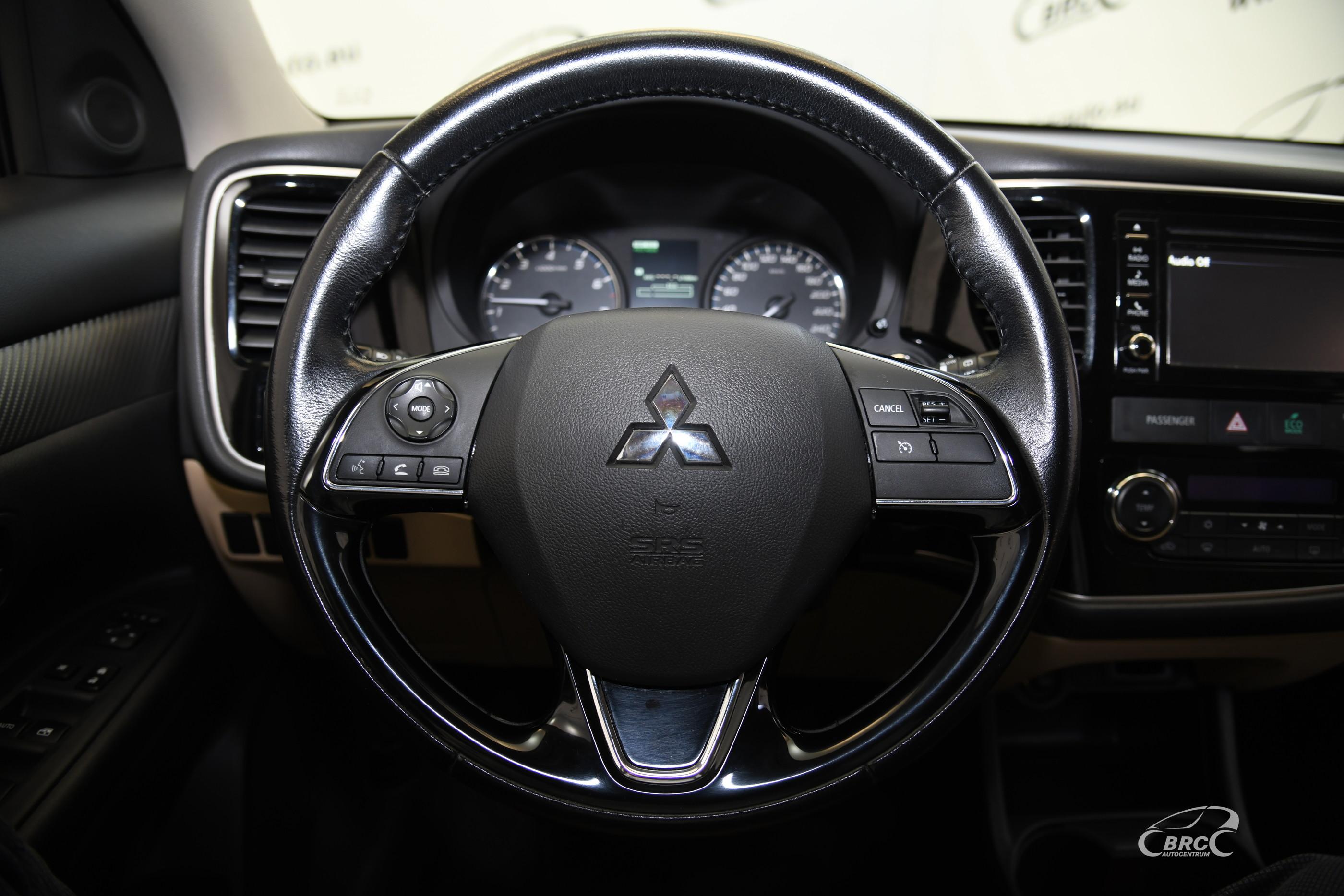 Mitsubishi Outlander 2.4i SE AWD Automatas