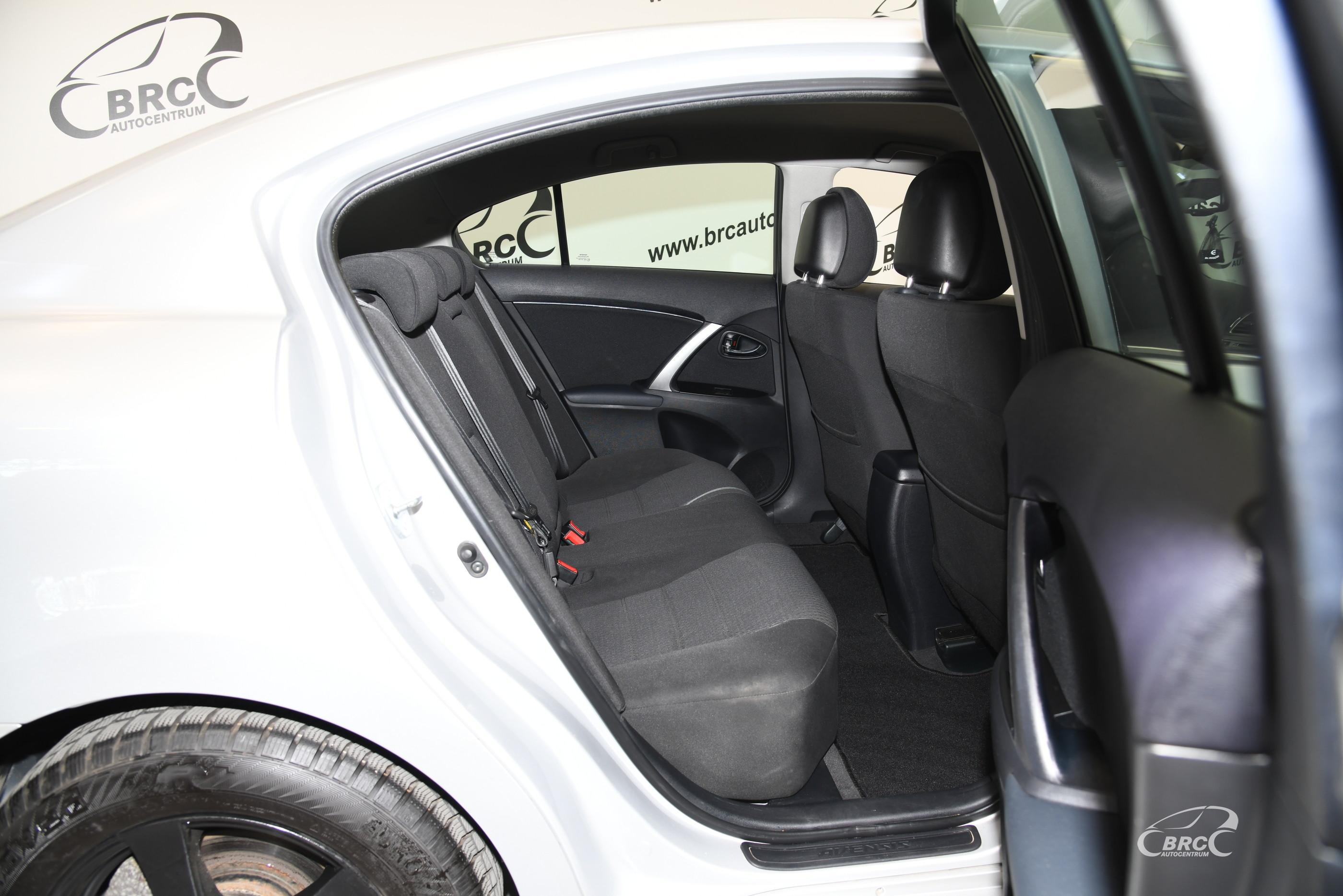 Toyota Avensis 1.8 VVT-i Linea Sol Automatas