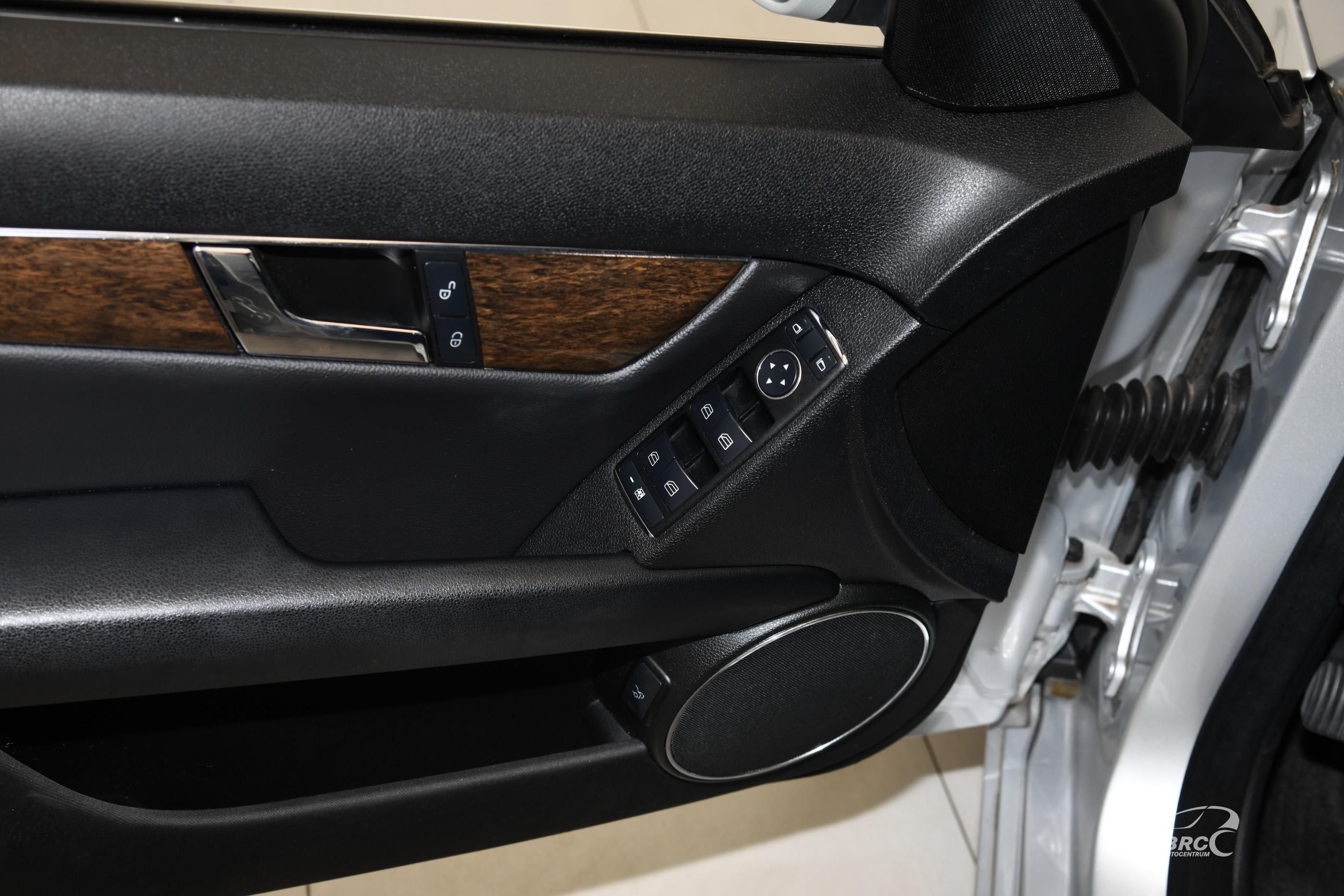 Mercedes-Benz C 180 Kompressor BlueEFFICIENCY Automatas