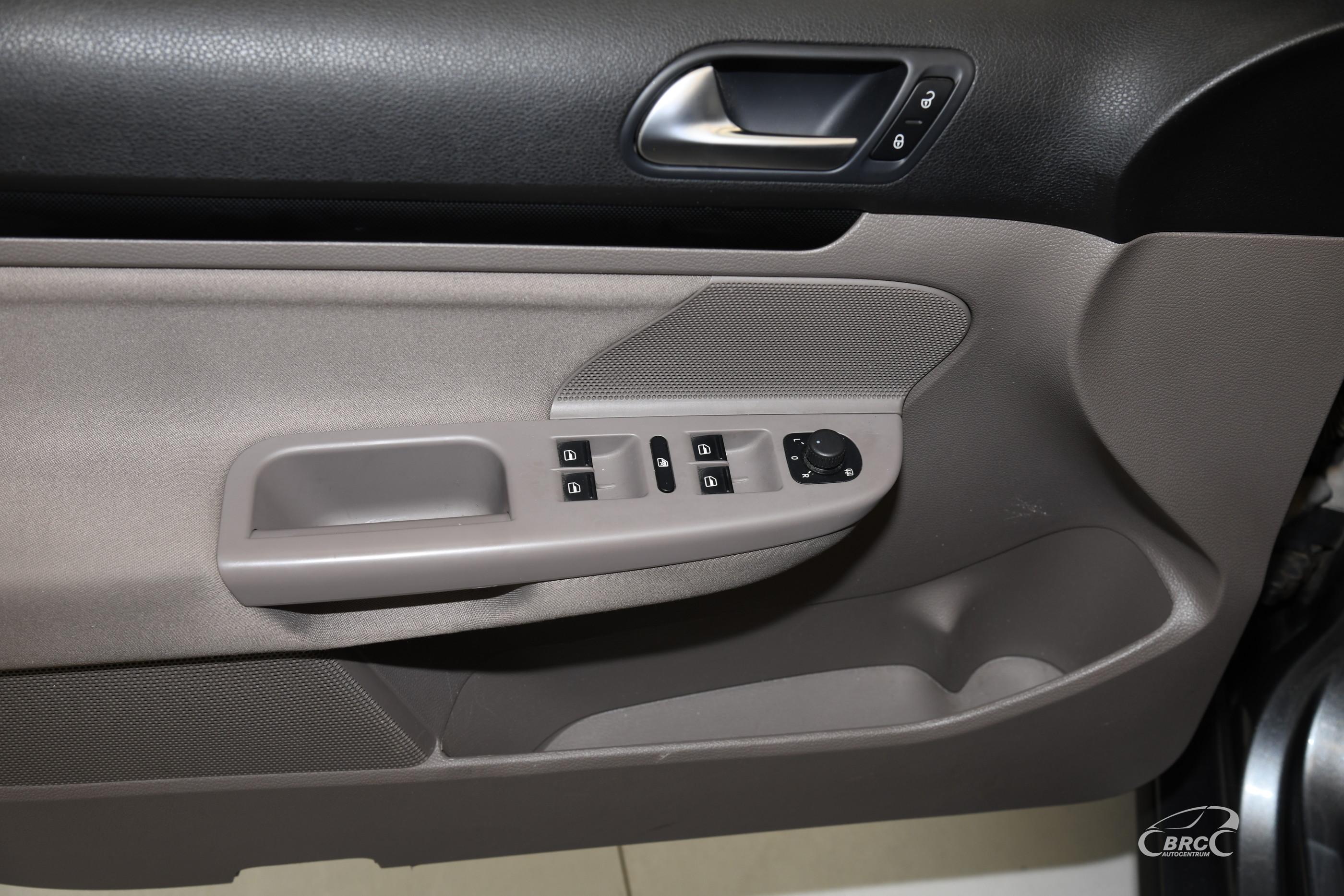Volkswagen Golf 1.6 TDI Bluemotion Variant Automatas