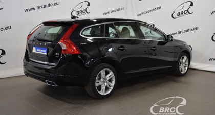 Volvo V60 Plug-In Hybrid D6 AWD Summum